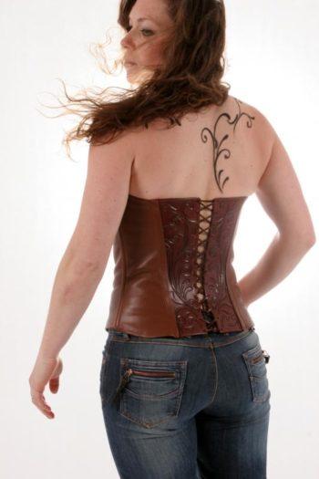 Maryline Lecourtier. Artisan du cuir | Leather corset
