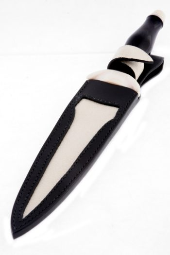 Maryline Lecourtier. Artisan du cuir | Etui de dague