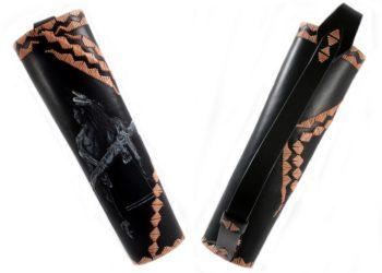 """Carquois de dos """"Chasseur des plaines""""itier ou gaucher Réglage de la bandoulière par lacet."""